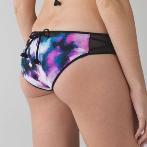 Lululemon Surf To Sand Hipster Blooming Pixie